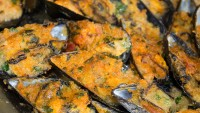 molluschi bivalvi di produzione locale: cozze gratinate